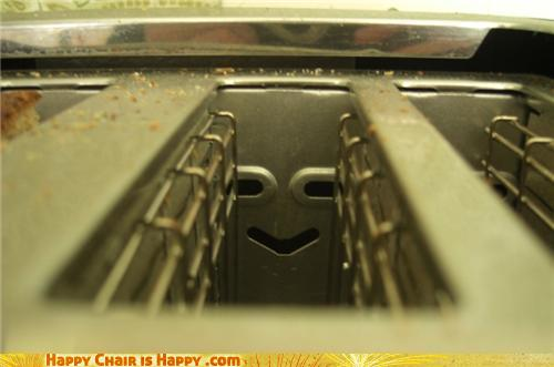 objects with faces-Happy Toaster Will Make Your Bread Better
