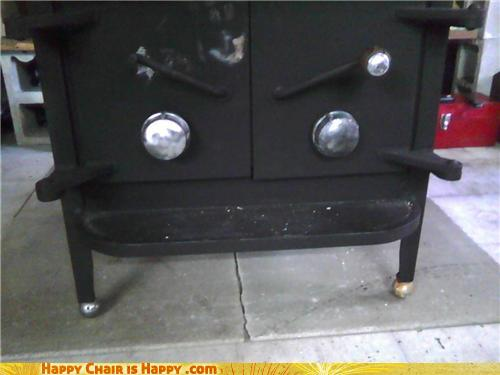 objects with faces-Angry Stove is Burning With Rage