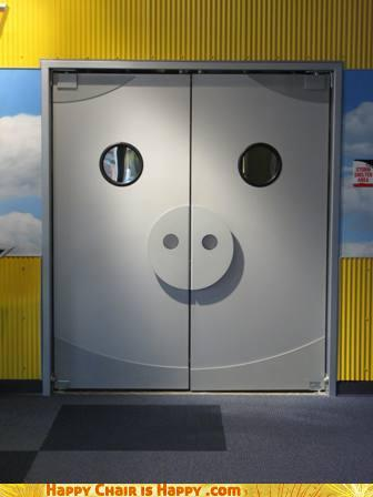 Objects With Faces-Piggy Door Feels Adoorable!